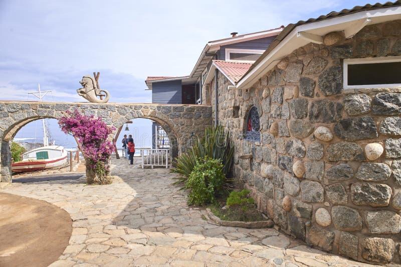 10/08/2016 de Isla Negra, o Chile Vistas e paisagens de uma das casas na costa central do poeta chileno Pablo Neruda imagem de stock royalty free