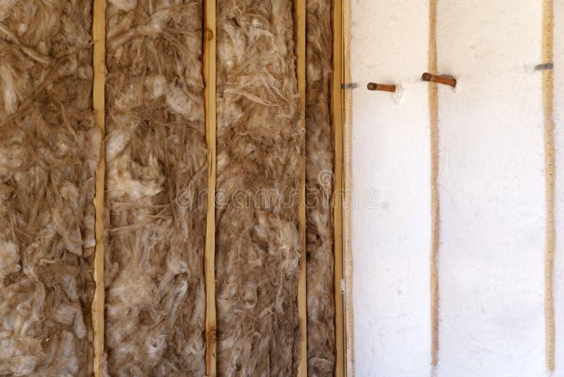 De Isolatie van de muur van een Nieuw Huis stock afbeeldingen