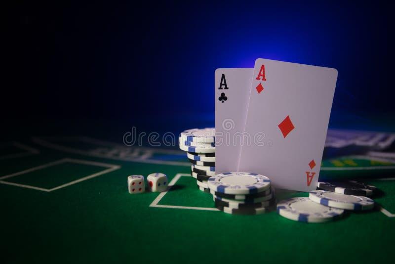 De isolatie van het casinoelement op kleurrijk, Gokautomaat, Roulette terwijl, Casinospaander - beeld dobbel royalty-vrije stock afbeelding