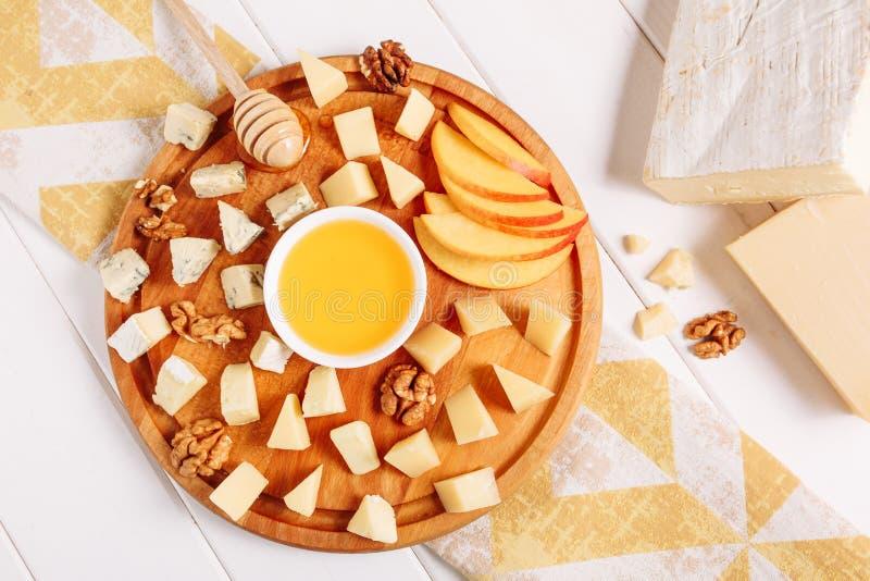De Italiaanse Vlakte van het de Perzik Gastronomische Voedsel van de Kaasraad lag stock foto's