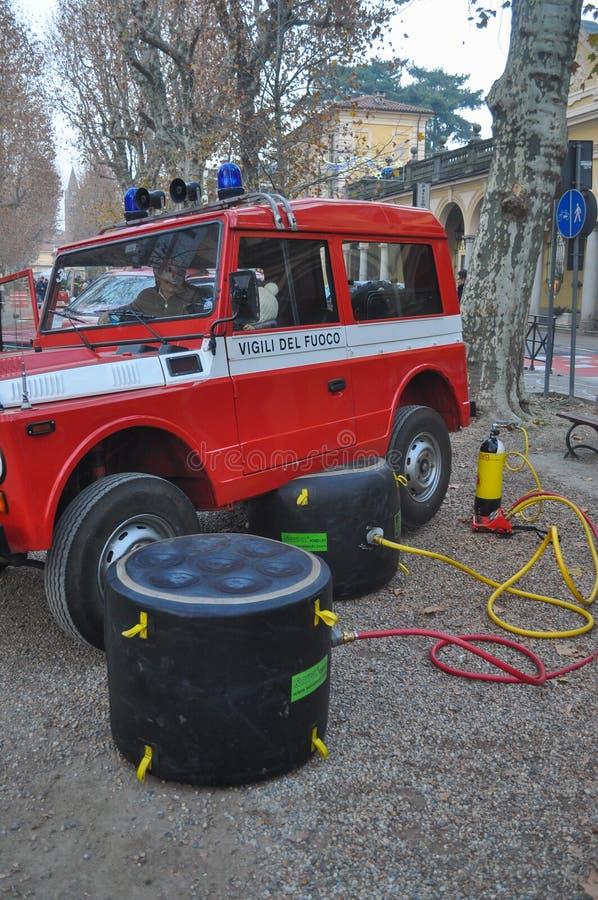 De Italiaanse vrachtwagen van de brandbrigade stock afbeelding
