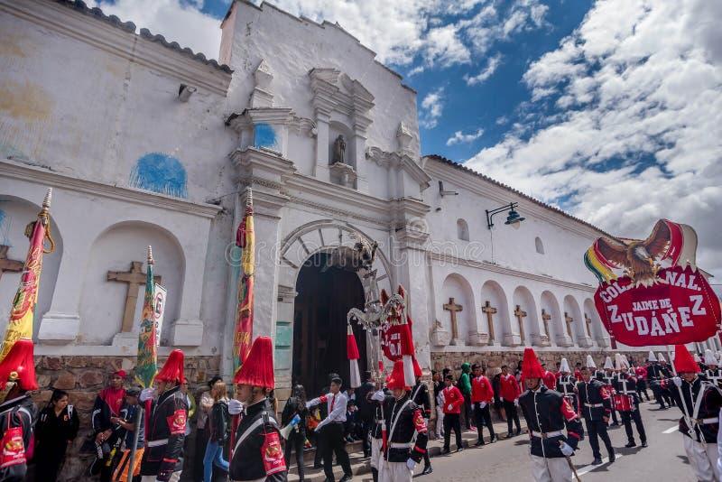 De jaarlijkse festiviteit voor dia van Gr del brengt in Sucre, Bolivië in de war royalty-vrije stock fotografie
