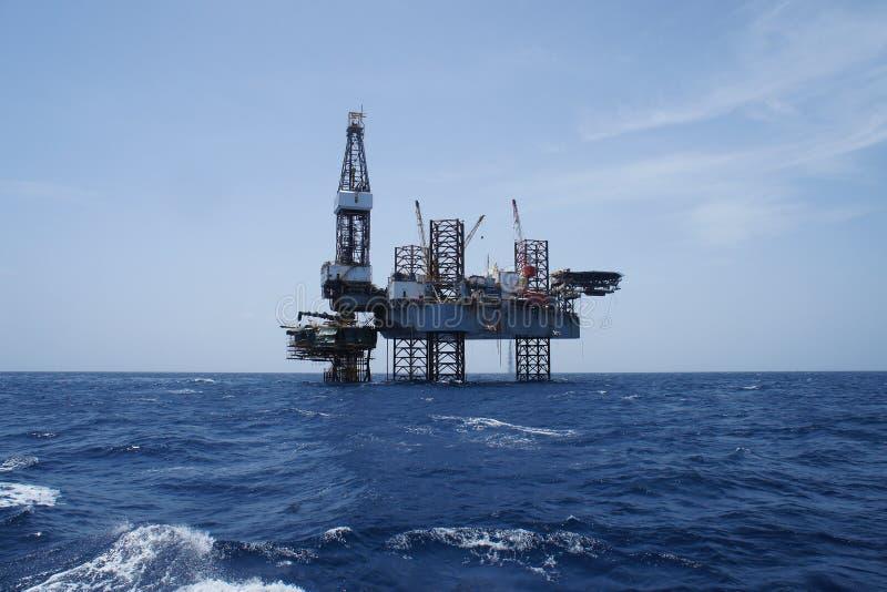 De Jack plate-forme de forage de forage de pétrole extraterritoriale vers le haut image stock