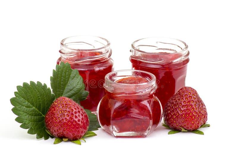 De Jam van de aardbei met Verse Aardbeien stock foto's