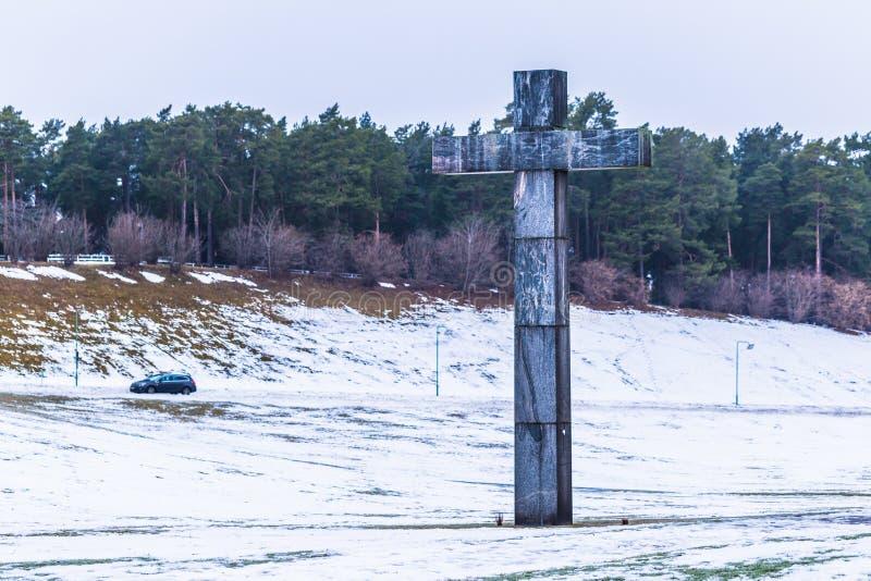 22 de janeiro de 2017: Cruz na entrada da sepultura de Skogskyrkogarden imagens de stock royalty free