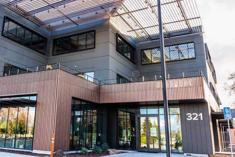 12 de janeiro de 2020 Mountain View / CA / USA - sede Atlassiana no Vale do Silício; Atlassian Corporation Plc é australiana fotos de stock royalty free