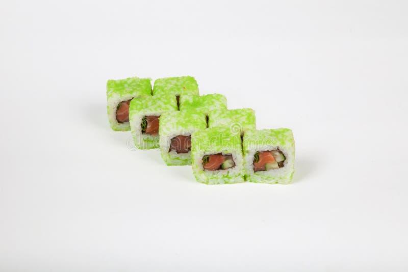 De Japanse broodjes van voedselsushi met vissen op een witte achtergrond stock foto