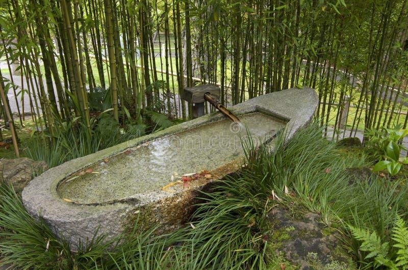 De Japanse fontein van het bamboewater stock afbeeldingen