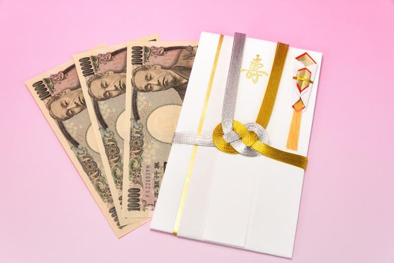 De Japanse giftenvelop en rekening van de Tienduizendtalyen stock afbeeldingen