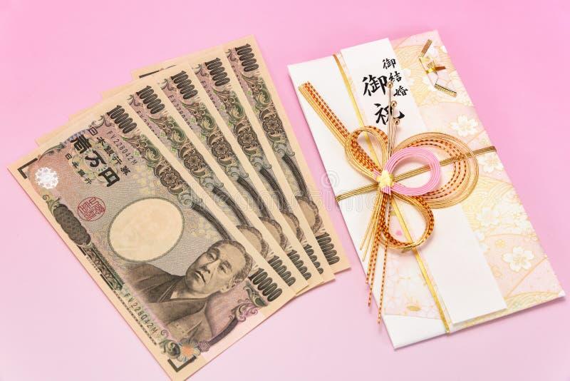 De Japanse giftenvelop en rekening van de Tienduizendtalyen royalty-vrije stock foto