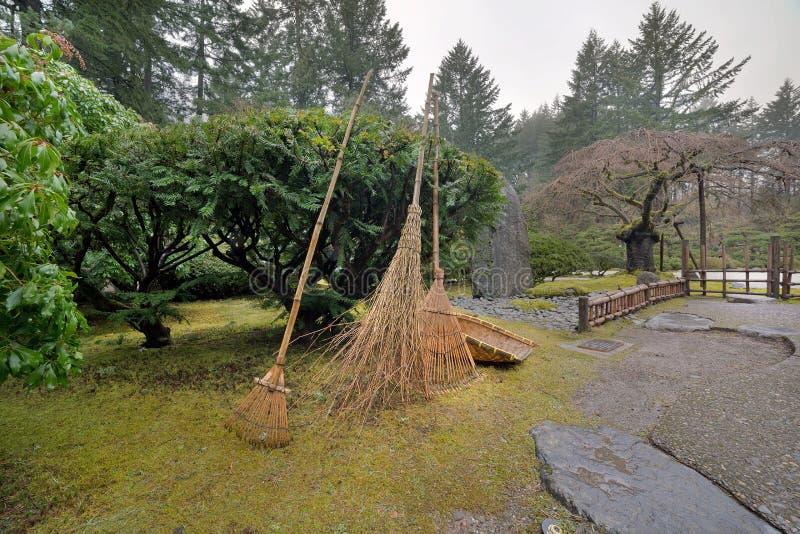 De Japanse Hulpmiddelen van het Tuinlandschap stock foto