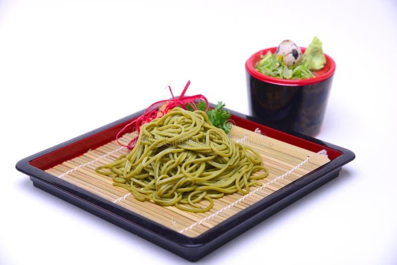 De Japanse Noedels van Greentea Soba met het Onderdompelen van Saus, Cha Soba ISO royalty-vrije stock foto's