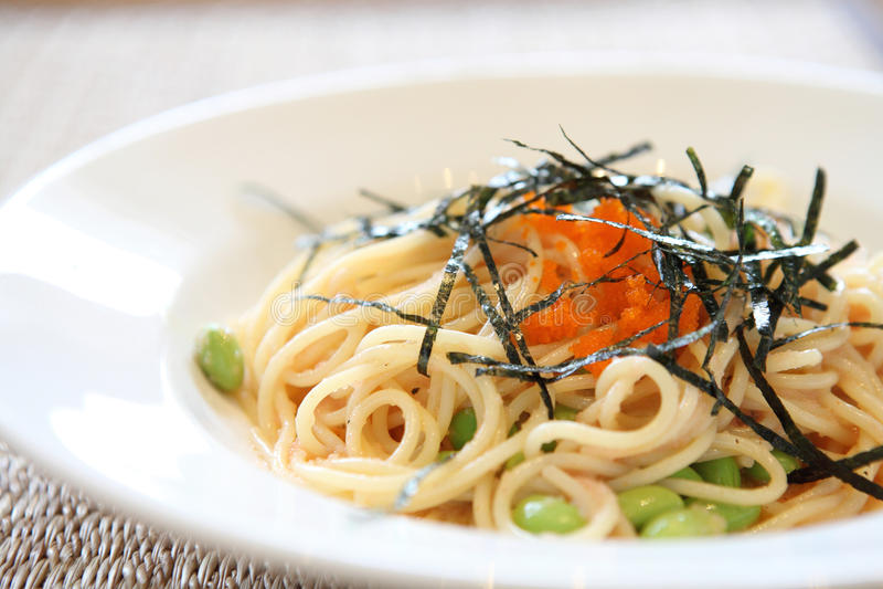 De Japanse spaghetti van deegwarenmentaiko stock afbeelding
