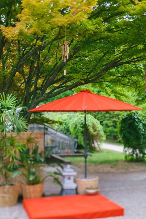 De Japanse tuin van het bamboeklokken van windklokkengelui houten royalty-vrije stock foto's