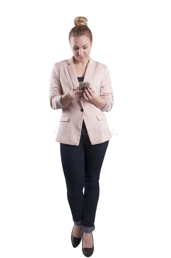 De jeanssmartphone van het vrouwenjasje in geïsoleerde elegant royalty-vrije stock afbeeldingen