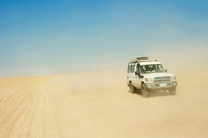 De jeep van de safari stock afbeelding