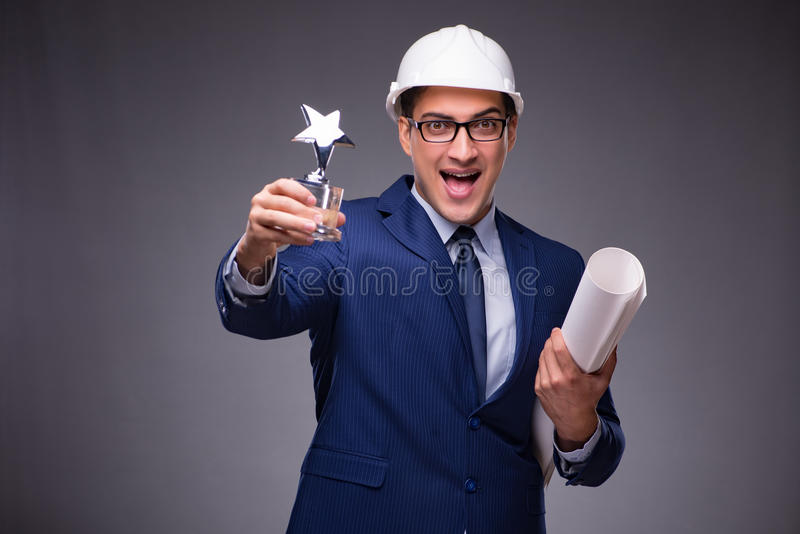 De jonge architect in industrieel concept stock foto