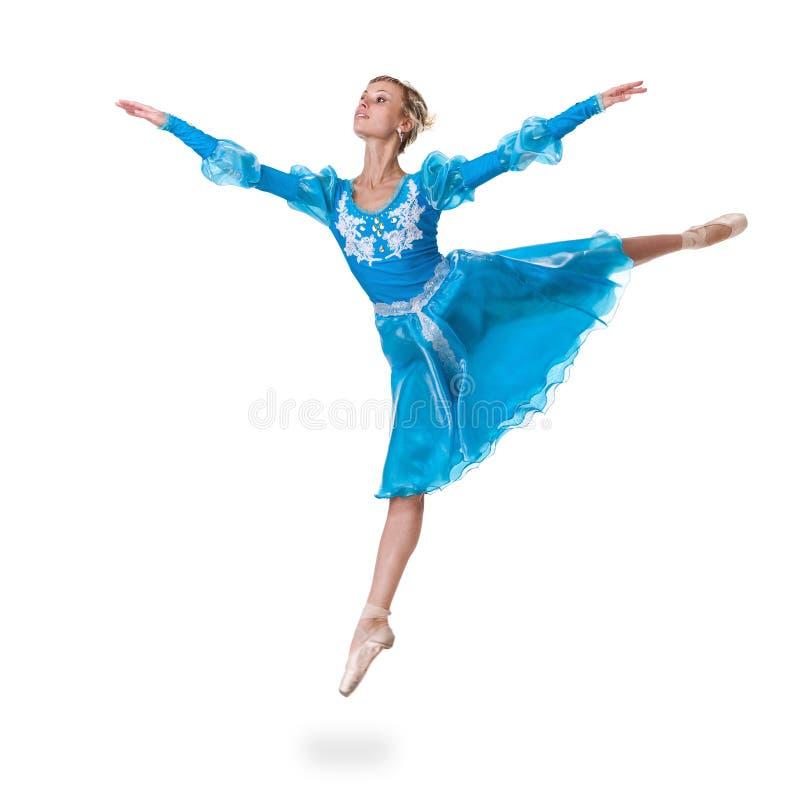 De jonge balletdanser die van de vrouwenballerina op witte achtergrond springen stock afbeeldingen