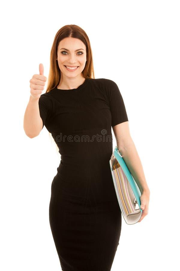 De jonge bedrijfsvrouw in zwarte kleding houdt een omslag duimu toont stock afbeelding