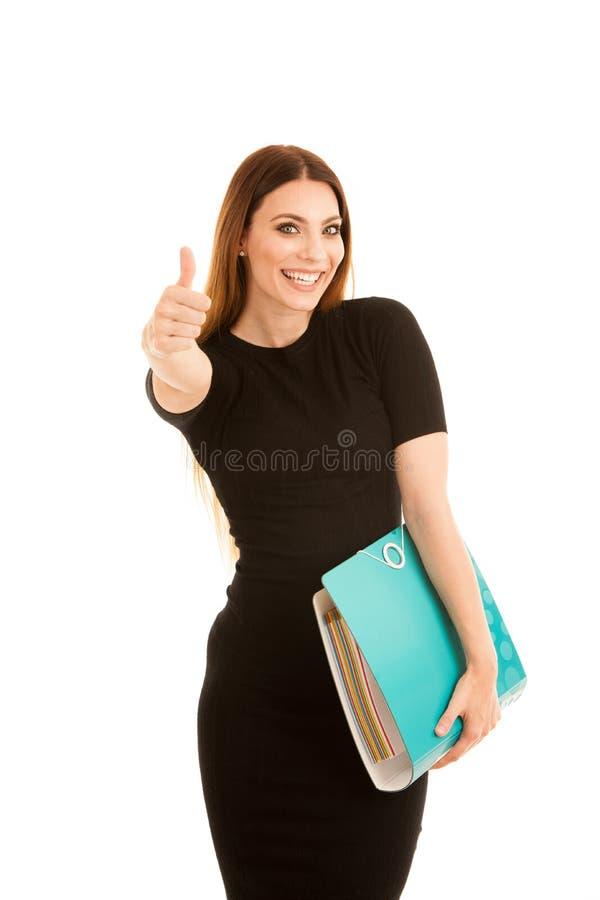 De jonge bedrijfsvrouw in zwarte kleding houdt een omslag duimu toont stock afbeeldingen