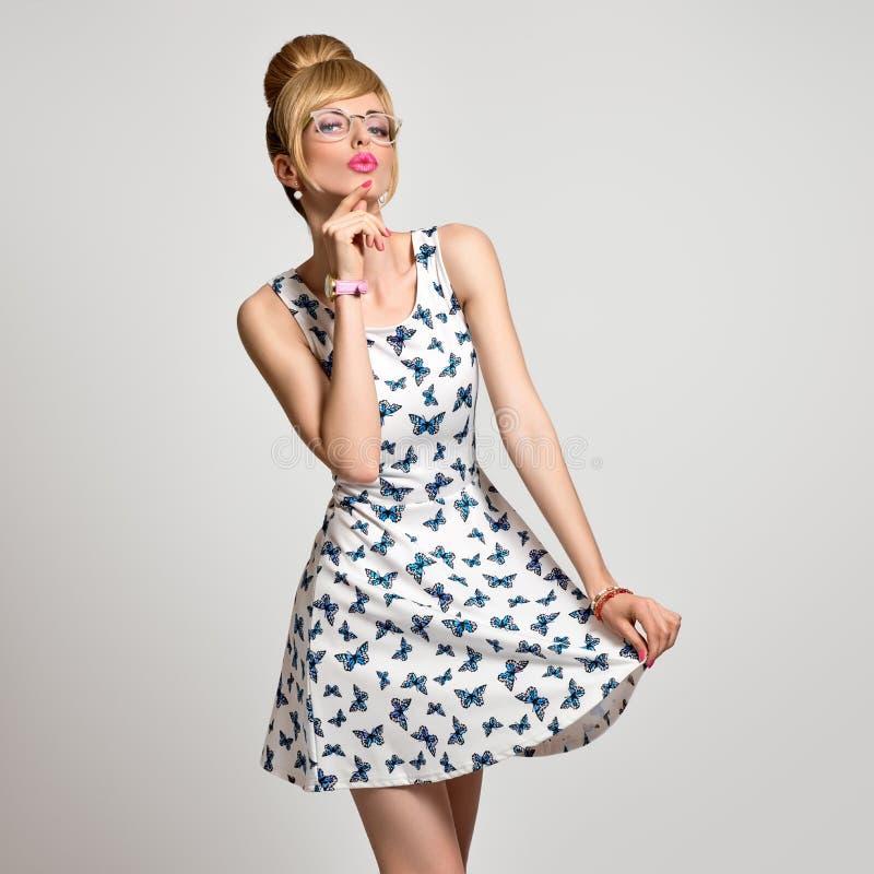 De Jonge Blonde Vrouw van het manierportret Blauwe Ogen pinup stock foto's