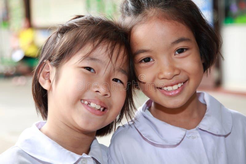 De jonge geitjes of de kinderen van de glimlach stock afbeelding
