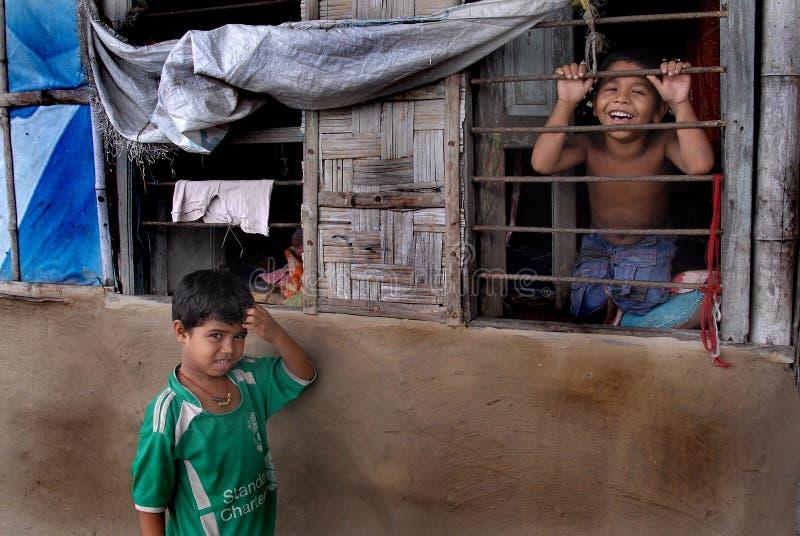De Jonge geitjes van de krottenwijk stock afbeeldingen