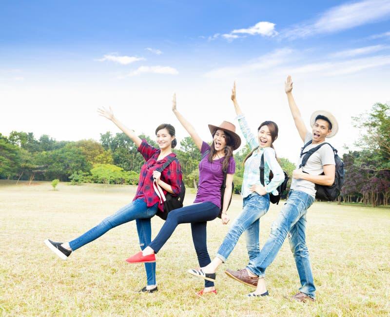 De jonge groep geniet van vakantie en toerisme royalty-vrije stock foto