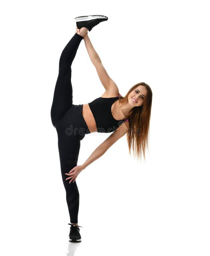 De jonge gymnastiek die van de sportvrouw uitrekkende gespleten die fitness oefeningstraining doen op een wit wordt geïsoleerd stock foto's