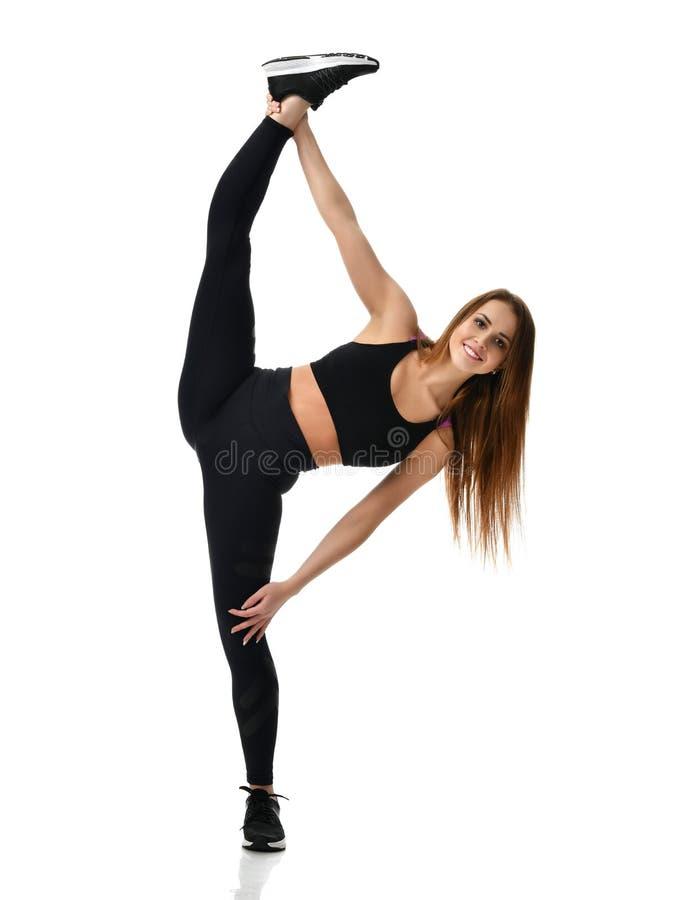 De jonge gymnastiek die van de sportvrouw uitrekkende gespleten die fitness oefeningstraining doen op een wit wordt geïsoleerd royalty-vrije stock foto's