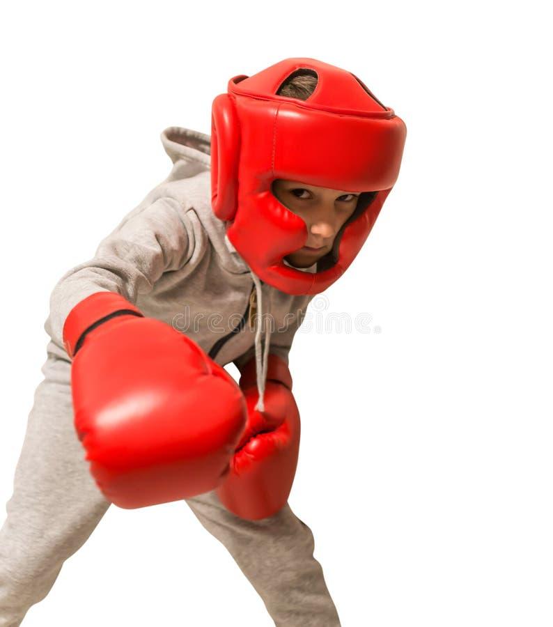 De jonge handschoenen van de sportmanbokser en hoofdbescherming Klaar aan te vallen Geïsoleerdj op witte achtergrond royalty-vrije stock fotografie