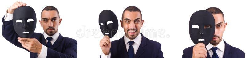 De jonge man met zwart die masker op wit wordt ge?soleerd stock afbeelding