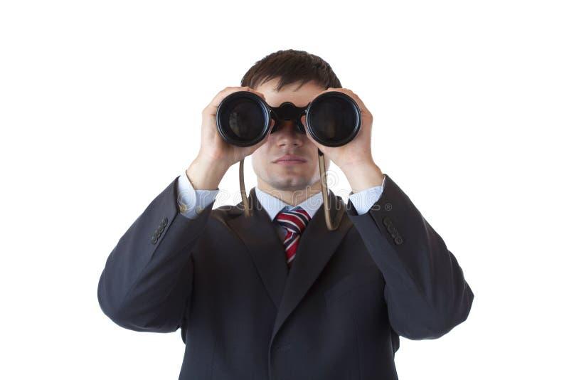 De jonge manager kijkt door verrekijkers stock afbeelding