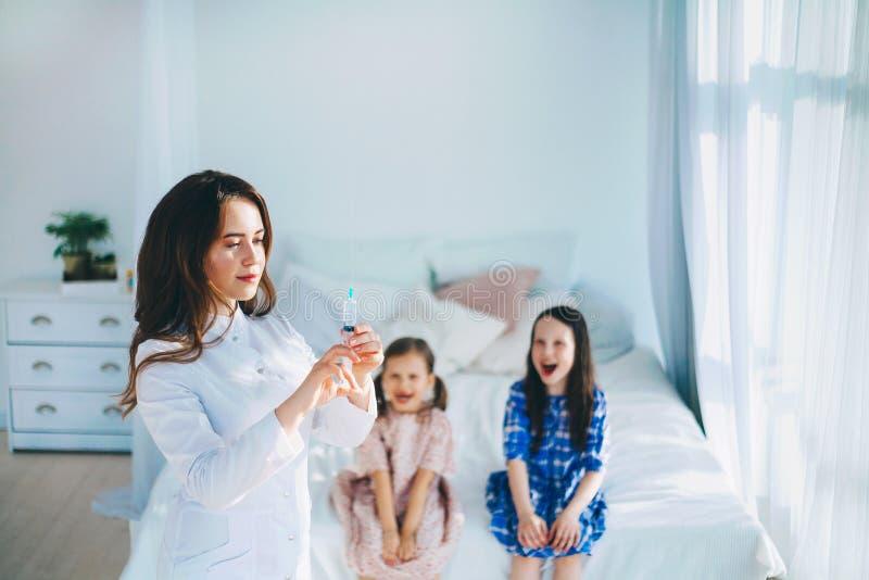 De jonge Medische Arts van de Vrouw royalty-vrije stock fotografie