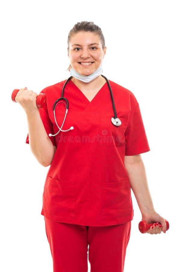 De jonge medische verpleegster die rood dragen schrobt het werken met domoren royalty-vrije stock afbeelding