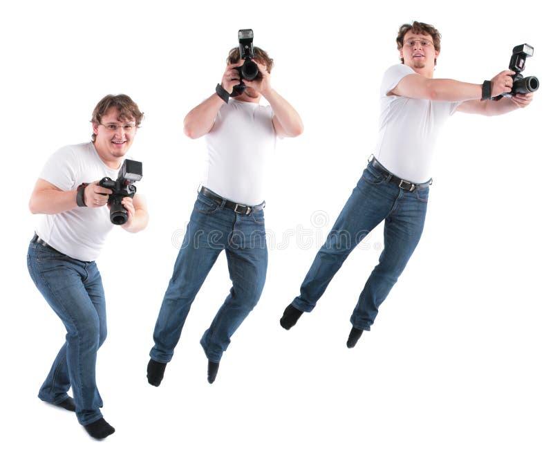 De jonge mens gaat en springt met camera stock afbeelding