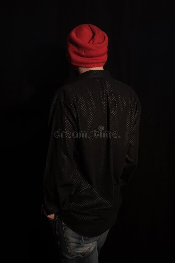 De jonge mens kleedde zich in moderne de jeugdkleren stock fotografie