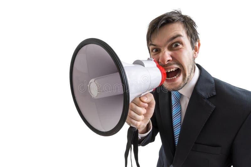De jonge mens kondigt een bericht aan en schreeuwt aan megafoon Geïsoleerdj op witte achtergrond stock fotografie