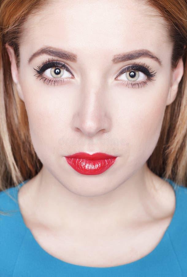 Download De Jonge Mooie Vrouw Van Het Portret Stock Afbeelding - Afbeelding bestaande uit hairstyle, mooi: 54077459