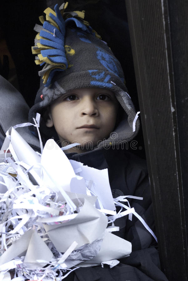 De jonge NY ventilator van Reuzen met ticker bandconfettien stock fotografie