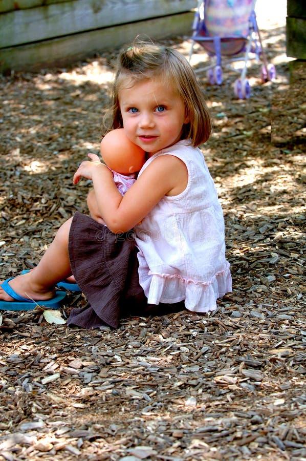 De jonge pop van de meisjesholding stock fotografie