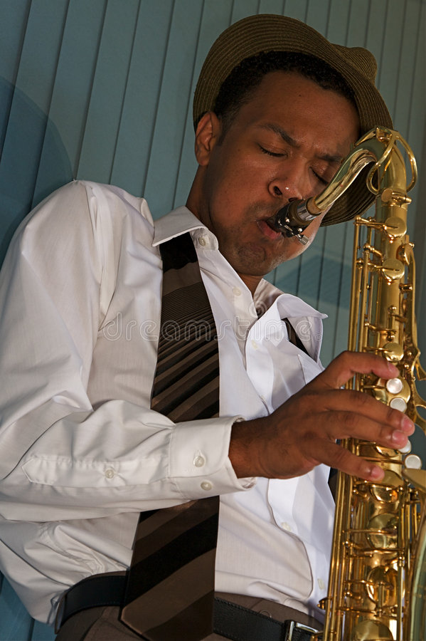 De Jonge Saxofonist van de heup stock foto