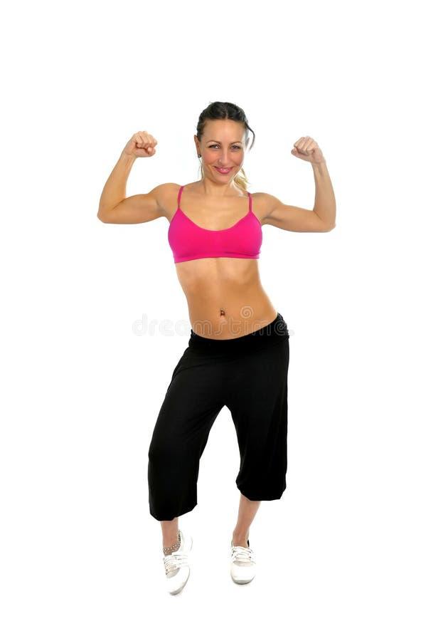 De jonge sexy mooie vrouw in sport kleedt stellen verleidelijk met hoogste bustehouder in fitness concept stock afbeeldingen