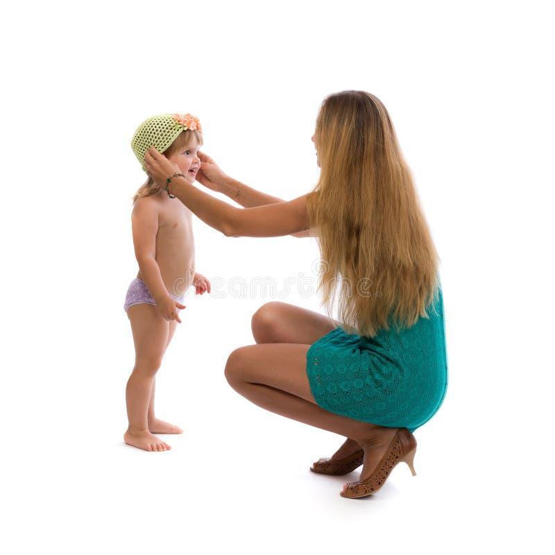 De jonge slanke vrouwelijke dochter van de kledingshoed in de studio royalty-vrije stock foto's