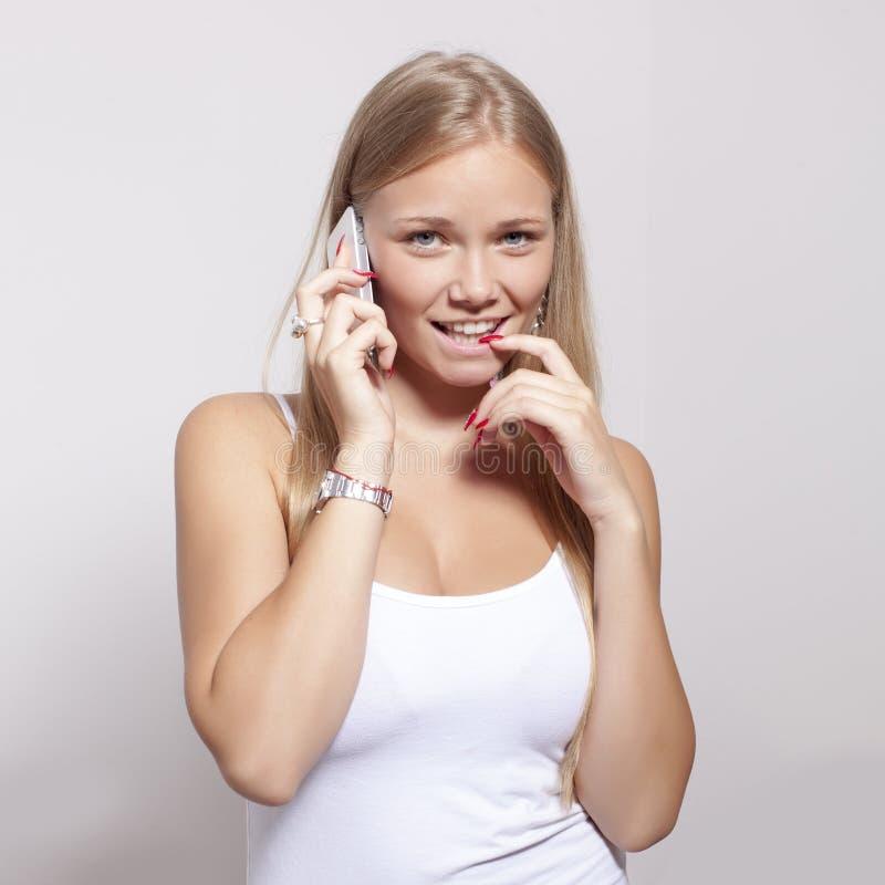 De jonge telefoon van de greepsmartphone van de Tienervrouw royalty-vrije stock afbeelding