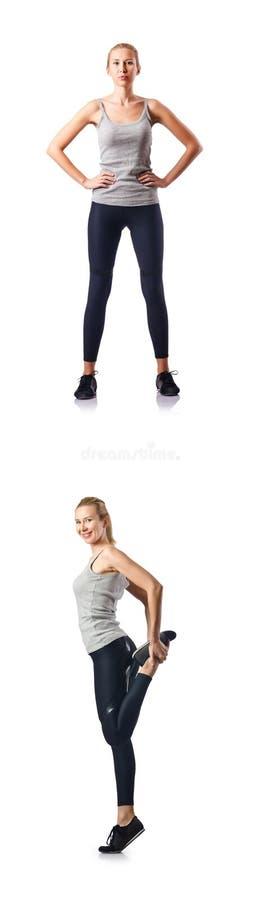 De jonge vrouw die die sporten doen op wit worden geïsoleerd royalty-vrije stock afbeelding