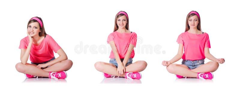 De jonge vrouw die oefeningen op wit doen royalty-vrije stock afbeeldingen