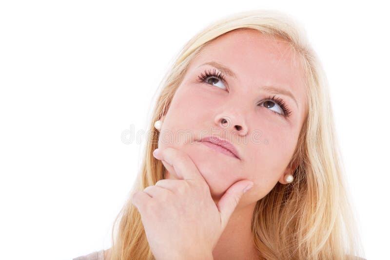 De jonge vrouw overlegt besluit stock foto