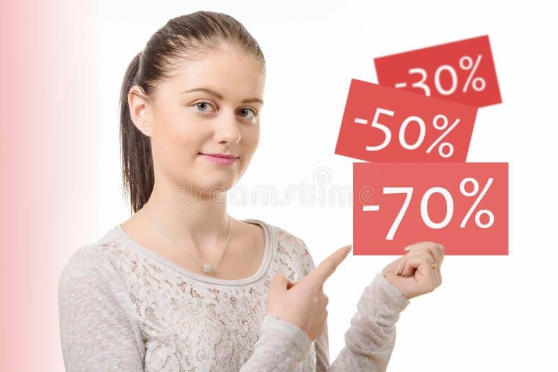 De jonge vrouw toont de beste kortingsverkoop royalty-vrije stock afbeeldingen