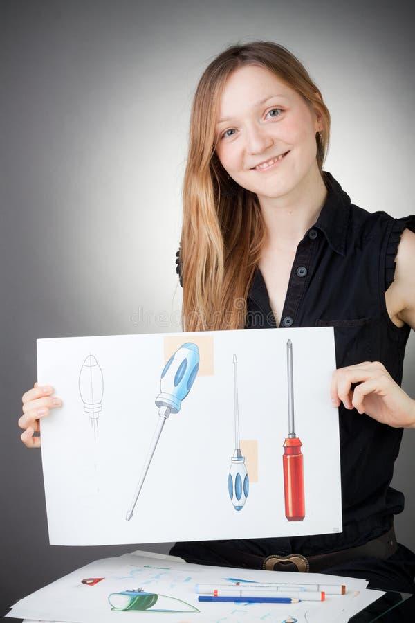 De jonge Vrouw van de Ingenieur van het Ontwerp toont een Plan van het Ontwerp royalty-vrije stock foto's